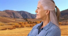 An older woman takes in the sights in the desert Stock Footage