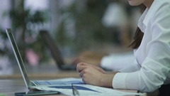 Company employee leaving desk to have lunch break, ordinary life at office Stock Footage