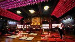 People pray in Bongeunsa temple in Seoul. Stock Footage