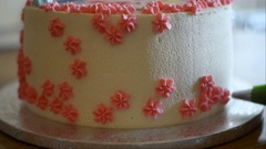 The confectioner decorates a cake cream cheese Stock Footage
