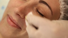 Facial cleansing with an ultrasonic skrabera Stock Footage