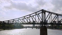 Frankfurt Eiserner Steg - iron bridge Stock Footage