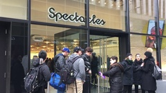 Snapchat's Snap Inc. Fifth Avenue pop-up store sells Spectacles at Bot vending. Stock Footage