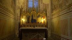 FLORENCE, ITALY: Interior of Basilica di Santa Croce di Firenze. Stock Footage