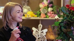 Young hispanic woman working as florist in flower shop and looking at camera Arkistovideo