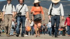 Crowd of tourist in Teotihuacan pyramid, time lapse Stock Footage