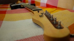 Electro guitar's hitch-pin Arkistovideo