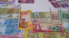 Different banknotes of Russia, Ukraine, China and England move around Stock Footage
