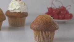 Decorating vanilla cupcake with cream. Stock Footage
