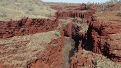 Intense red rock gorge in Karijini NP Stock Footage