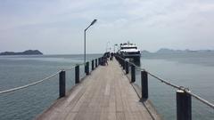 Thailand Chumphon ferry pier to Koh Samui Stock Footage