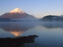 Peaceful view of Mount Fuji at sunrise from Lake Yamanaka, Yamanashi Prefecture, Stock Footage
