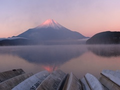 Peaceful view of Mount Fuji at sunrise from Lake Yamanaka, Yamanashi Prefecture, Stock Footage