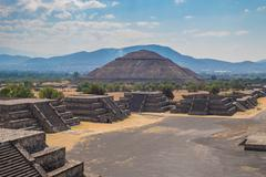 The Pyramid of the Sun and the Avenue of the Dead at Teotihuacan Stock Photos