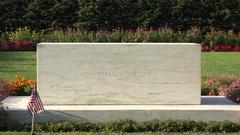 Franklin D. Roosevelt's grave at his former home, Springwood, Hyde Park, USA. Stock Footage