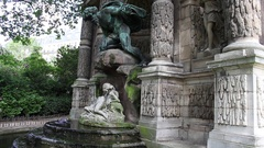 Pigeons play and take bath at Medici Fountain at Jardin Des Luxembourg in Paris Stock Footage