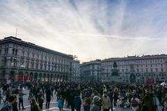 Piazza del Duomo Crowd Winter 2016 Sunset Architecture Crowded Tourist Trav.. Stock Photos