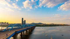 Time lapse of  Dongjak Bridge and Han river in Seoul, South Korea. Stock Footage