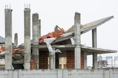 Effects of the use of unreliable supporting structures during the construct.. Stock Photos