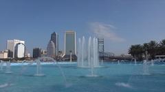 Dolly shot, Jacksonville skyline and Friendship Fountain, Florida, USA Arkistovideo