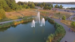 The park with a lake and forfeits which rises out of the water  quadro Stock Footage