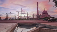 Putrajaya Mosque, Putrajaya. Time lapse. Sunset view from Putra Square. Zoom in. Stock Footage