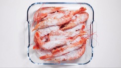 Time-lapse defrost shrimp top view Stock Footage