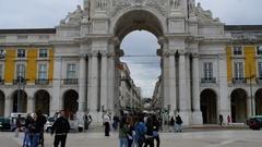 Arco da Rua Augusta in Lisbon, Portugal Stock Footage