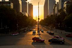 Sunset in Mexico City with a view of Paseo de la Reforma Kuvituskuvat