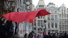 Raise of the Albania's flag in the Independence day in the Grand-Place, Brussels Stock Footage