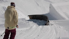 A young man skier performing grind tricks in terrain park. Stock Footage