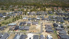 4k aerial video of houses in a suburb Stock Footage