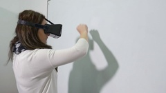 Woman enters virtual reality world using VR glasses and writes on interacti.. Stock Footage