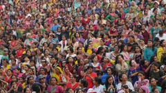 Crowd of Indian women dressed in traditional saris Stock Footage