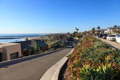Fancy beach homes along Corona del Mar beach coastline in Southern California Stock Photos