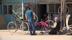 Bicycle repair shop in the Zaatari refugee camp for Syrians in Jordan Stock Footage