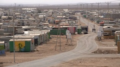 Makeshift homes, electricity network, Syrian refugee crisis, Zaatari camp Jordan Stock Footage