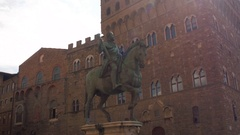 The statue of Cosimo I de Medici on Piazza della Signoria in Florence, Italy Stock Footage