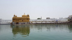 Line of many people pilgrims enter Golden Temple, Sri Harmandir Sahib, India Stock Footage