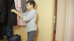 Boy pulls out money from a purse parents. theft, teen Stock Footage