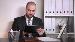 Angry salesman agent businessman reading bad news email on tablet contract loss  Stock Footage