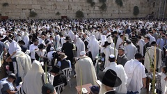Jewish worshipers gather at the Western Wall in Jerusalem, religion Israel Stock Footage