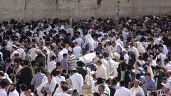 Mass prayer during Sukkot holidays, at Western Wall in Jerusalem, Isrel Stock Footage