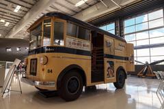 Yellow 1940s Divco Helms Bakery Truck Kuvituskuvat