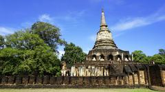 Historical Park Wat chang lom temple pagoda with fence Stock Photos