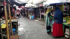 Women buy fruit in the food market in Jakarta, Indonesia. Stock Footage