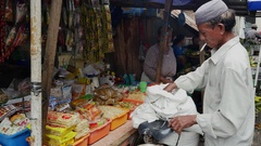 Man buys spices in the food market in Jakarta, Indonesia. Stock Footage