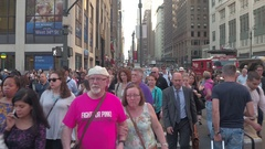 FPV, HYPERLAPSE: Pedestrians on busy New York streets waiting to cross the road Stock Footage