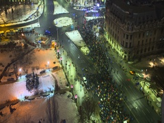 Time lapse of 50000 people occupying city center at protest Stock Footage