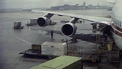 Frankfurt airport 1982: workers load material on a Boeing 747 Stock Footage